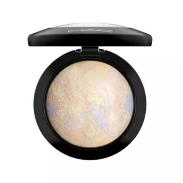 M.A.C Mineralize Skinfinish 1